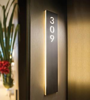 Signalétique STRIPE pour hôtel - Eclairage Led