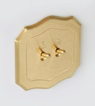 Plaque électrique de forme baroque avec leviers