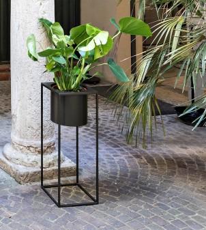 Porte vase design en fer peint