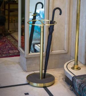 Porte-parapluies design en style classique personnalisable en finitions et couleurs.
