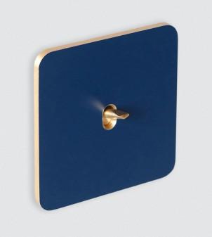 Plaque avec interrupteur à levier