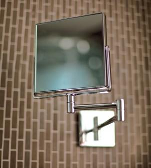 Miroir cosmétique avec bras extensible