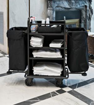 Chariot service de linge propre pour les chambres d'hôtel