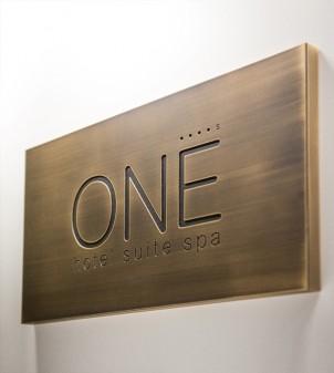 Plaque extérieure laiton pour hôtel & restaurant- APIR