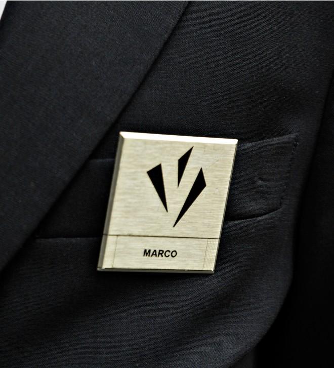 Broches personnelles carrée avec attache magnétique