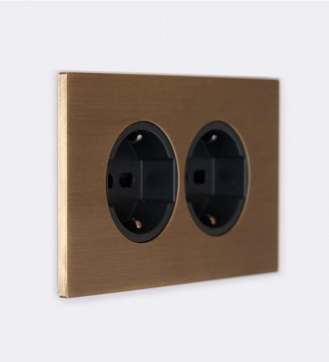 Plaque avec prises électriques