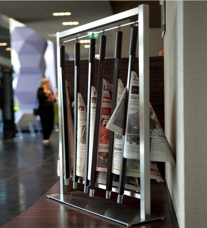 Porte journaux sur pied